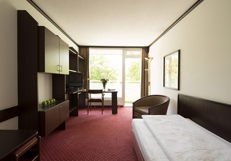 derag livinghotel am olympiapark. Black Bedroom Furniture Sets. Home Design Ideas